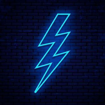 Neon teken bliksem, spanning pictogram geïsoleerd op bakstenen muur