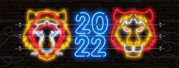 Neon tijger 2022 nummerpictogram. gelukkig nieuwjaar van de blue water tiger. oranje neonstijl op zwarte achtergrond. lichtpictogram
