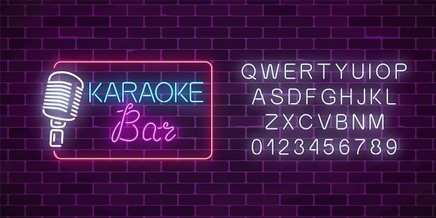 Neon uithangbord van karaoke muziek bar met alfabet