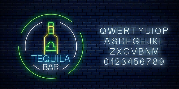 Neonteken van tequilabar in cirkelframes met alfabet op donkere bakstenen muurachtergrond. mexicaans alcohol drankje pub embleem in neon stijl. vector illustratie.