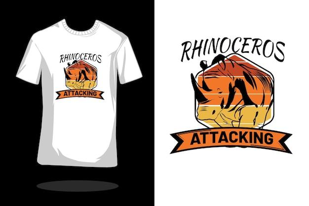 Neushoorn aanvallende silhouet vintage t-shirt ontwerp