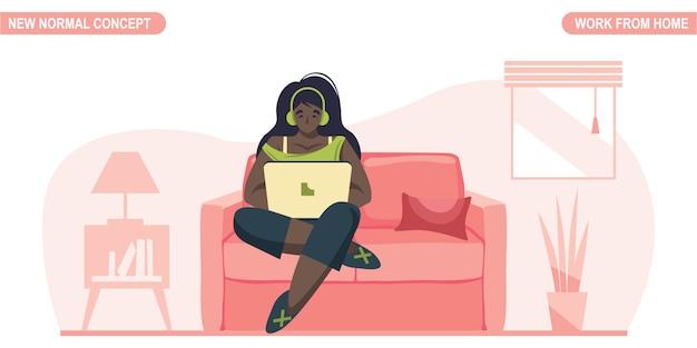 Nieuw normaal concept. jonge vrouw thuis werken of studeren. zelfquarantaine om coronavirus covid -19 te voorkomen. freelancer levensstijl. thuisonderwijs.