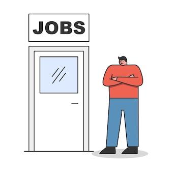 Nieuwe baan. man die in de buurt van deur naar nieuwe carrière of promotie