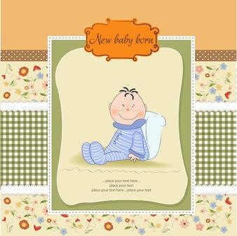 Nieuwe baby aankondigingskaart met kleine baby