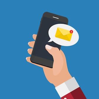 Nieuwe e-mail op het concept van het smartphonescherm.