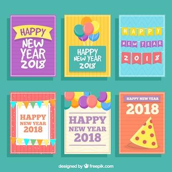 Nieuwe jaarprentbriefkaaren in heldere kleuren worden geplaatst die