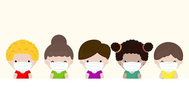 Nieuwe normale groep kinderen die medische maskers draagt om coronavirus te voorkomen