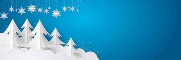 Nieuwjaar en kerstmis bannerontwerp met hangende sneeuwvlokken ornamenten, palmboom, vallende sneeuw en witte wolk op blauwe achtergrond
