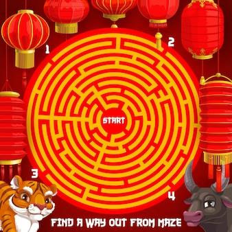Nieuwjaar puzzel raadsel, vakantie doolhof voor kinderen met chinese dierenriem dieren