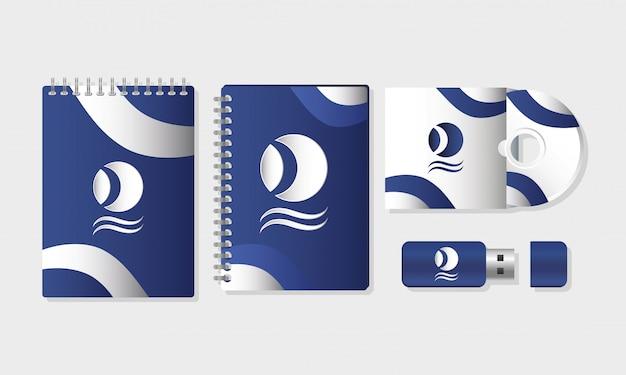 Notebook brandstoftoevoer en compact disk met usb-geheugen