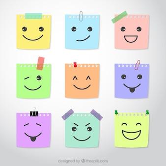 Notes met schetsmatige gezichten