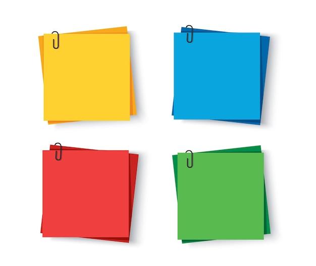 Notities gekleurd plakpapier met memo met pinclips