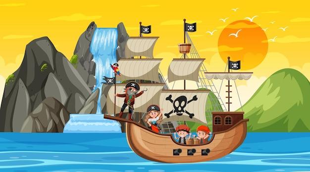 Oceaan met piratenschip bij zonsondergangscène in cartoonstijl