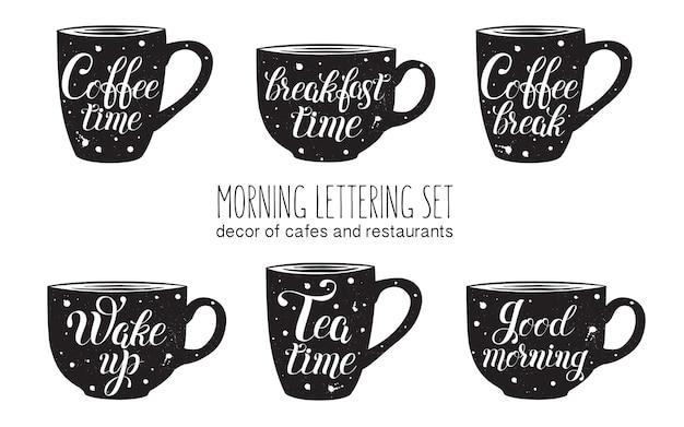 Ochtend belettering set belettering geïsoleerd op zwarte kopjes koffie thee ontbijttijd