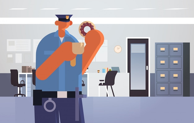 Officier met donuts en koffie politieagent in uniform met lunch veiligheidsdienst justitie wet service concept moderne politie-afdeling interieur plat volledige lengte horizontaal