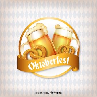 Oktoberfest-conceptenachtergrond met bieren en pretzels