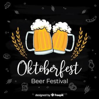 Oktoberfest-conceptenachtergrond met kruiken bier