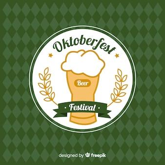 Oktoberfest uitstekende achtergrond met kruiken bier