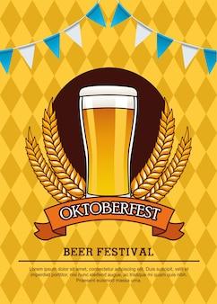 Oktoberfest viering kaart met bier drinken in glas