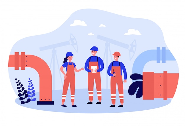 Olieraffinaderij-ingenieurs die aan fabriek werken