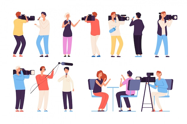 Omroepnieuwsjournalisten die cameraploeg uitzenden