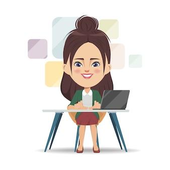 Onderneemster die met een laptop computer bij bureau werkt.