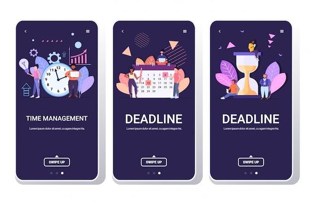 Ondernemers brainstormen mix race collega's effectief tijdbeheer efficiënt planning concept team samen te werken smartphone schermen horizontale volledige lengte instellen