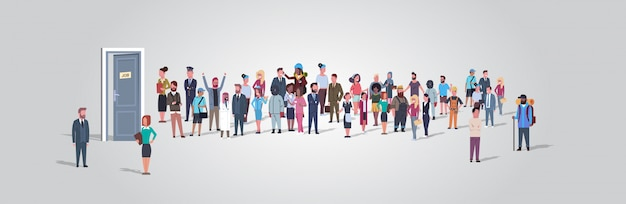 Ondernemers kandidaten in de rij staan aan de deur kantoor inhuren baan werkgelegenheid concept ander beroep werknemers groep wachten op interview horizontale volledige lengte