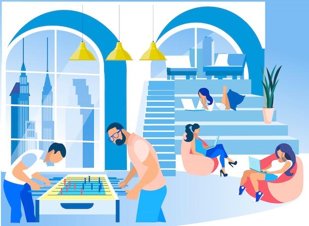 Ondernemers op moderne creatieve coworking kantoor