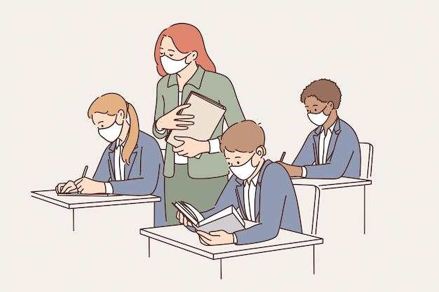Onderwijs en leren tijdens quarantaineconcept. groep leerlingen en jonge vrouwenleraar in beschermende medische maskers tijdens les in klaslokaal vectorillustratie
