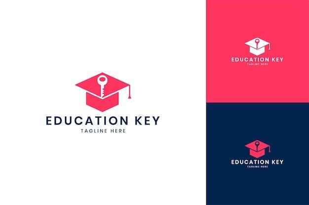 Onderwijs sleutel negatief ruimte logo ontwerp