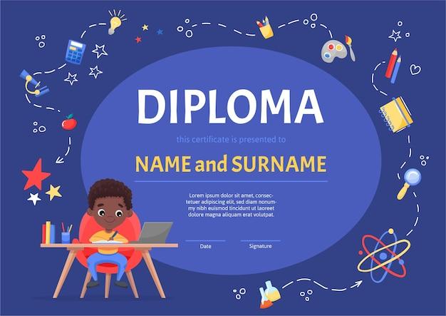 Online certificaat kinderdiploma voor kleuterschool of basisschool met een schattige zwarte jongen die aan de tafel zit en het huiswerk maakt. cartoon platte illustratie op blauwe achtergrond