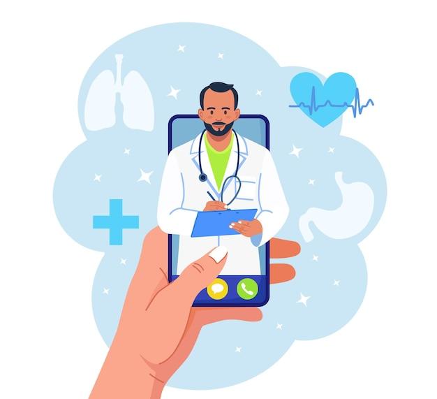 Online consult met arts. virtuele geneeskunde. telefoonscherm met dokter op chat in messenger. smartphone gebruiken om te videobellen met therapeut
