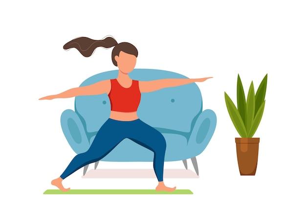 Online fitness yogalessen vector concept. blijf thuis meisje doen oefeningen kijken naar scherm cartoon vlakke afbeelding. gezond en wellness-levensstijlontwerpconcept met vrouw bij binnenlands interieur