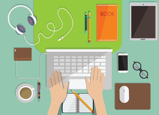 Online onderwijs, afstandsonderwijs, werkplek met monitor, boeken, notitieblok, bovenaanzicht