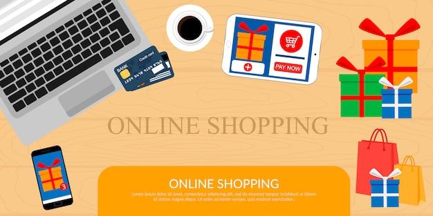 Online winkelen, concept desktop met computer, tafel, boodschappentassen, creditcards en producten.