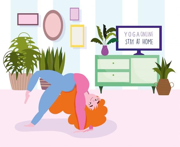 Online yoga, thuis blijven, jonge vrouw beoefenen van yoga in de kamer