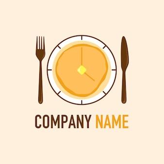 Ontbijt tijd pannenkoek vector met vork en mes logo sjabloon op naakte achtergrond