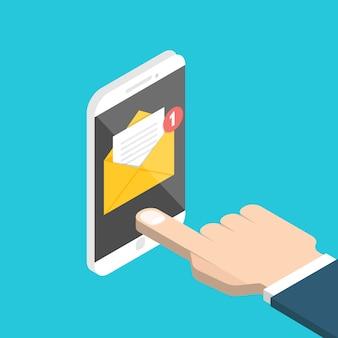 Ontvang e-mailconcept. isometrische hand en smartphone met melding.