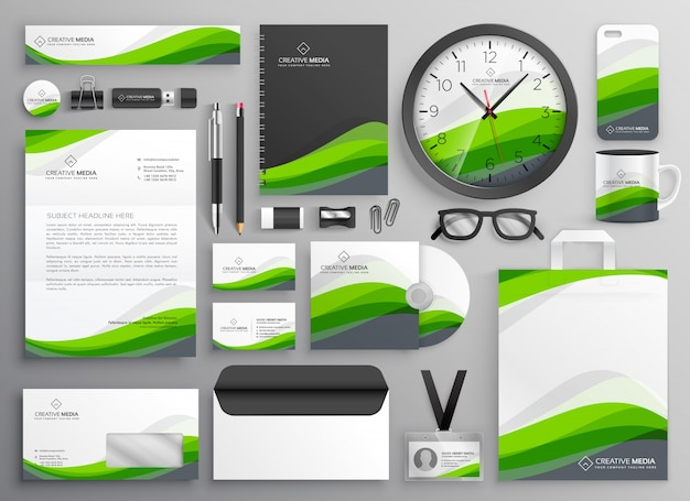 Ontwerp met groene golvende zakelijke briefpapier instellen sjabloon voor uw merk