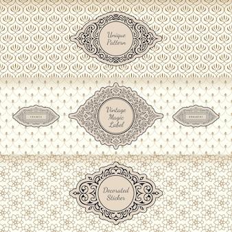 Ontwerpetiketten en horizontale kaders die op naadloos vintage ornament als achtergrond verpakken