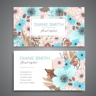 Ontwerpsjabloon voor visitekaartjes met kleurrijke textuur en bloem, blad, kruid.