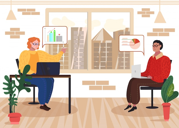 Ontwikkelaar met laptop bespreek gegevensstatistieken