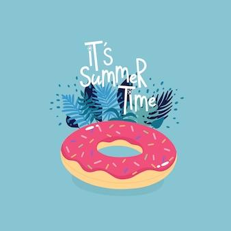 Opblaasbare donut omringd door tropische bladeren met letters het is zomertijd op de blauwe achtergrond.