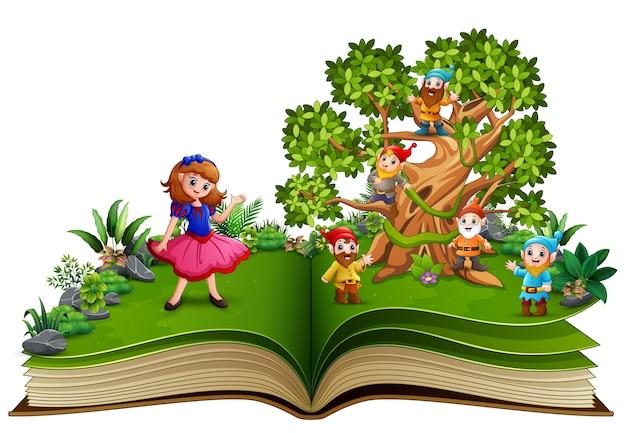 Open boek met dwergcartoon op de bomen en de sneeuwwit