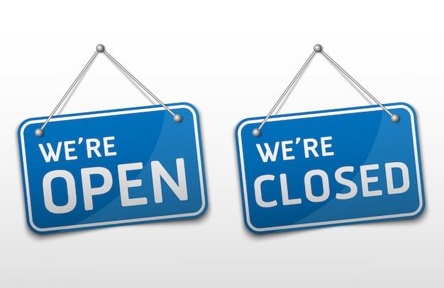 Open en gesloten blauw bord met schaduw geïsoleerd op een witte achtergrond