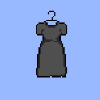 Opgehangen witte jurk met pixelart-stijl