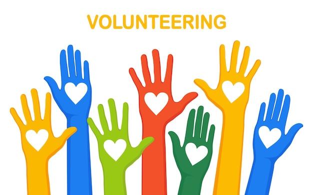 Opgeheven handen met hart. vrijwilligerswerk, liefdadigheid, bloed doneren concept. bedankt voor de zorg. stem van de menigte