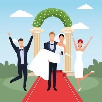 Opgewonden net getrouwde stellen over bloemenboog en landschap