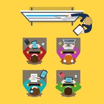 Opleiding klasse business finance leraar coach schoolbord en studenten mensen uit het bedrijfsleven creatief team platte tafel weergave concept. website creatieve mensen conceptuele collectie.
